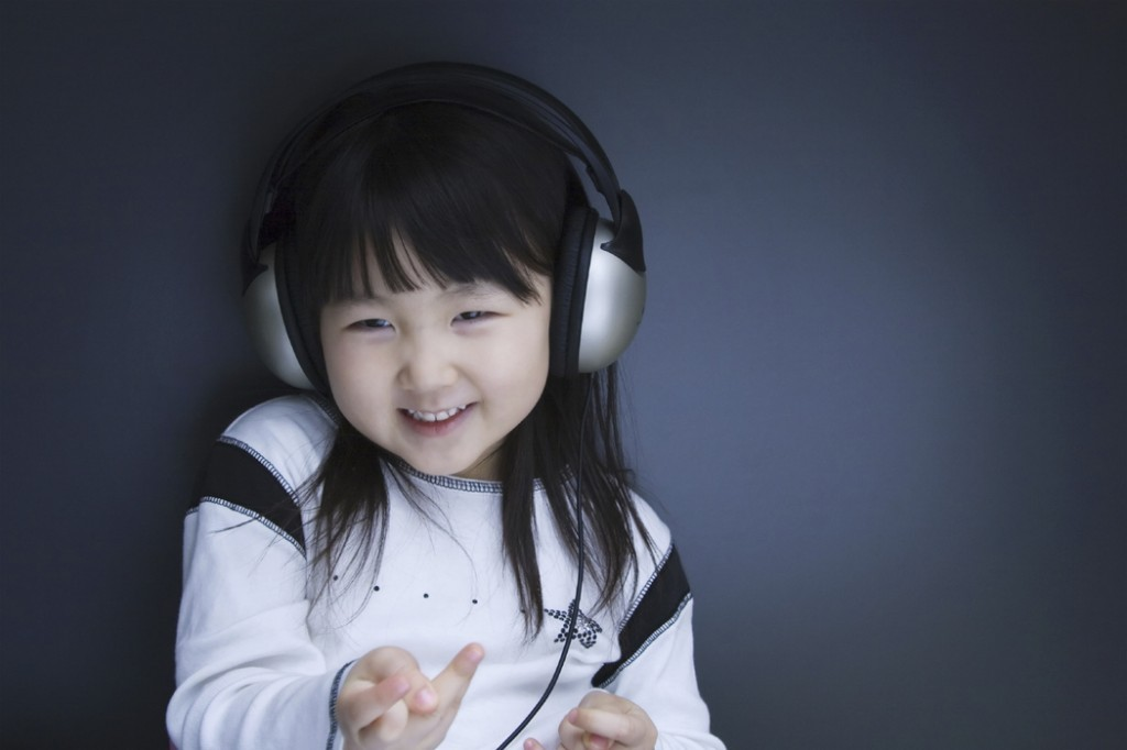 2-425_headsets_hearing__ear_girl_h_kc-1024x682