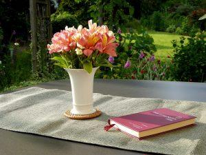 flower-vase-1474394_1280