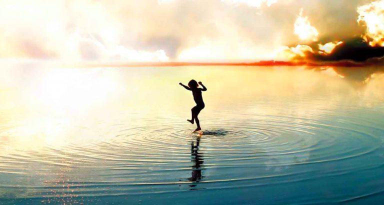 Pessoas com propósito de vida definidos tendem a ser mais felizes do que as que não possuem clareza sobre suas principais aspirações
